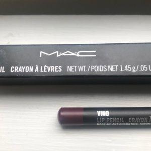 MAC lip pencil in Vino